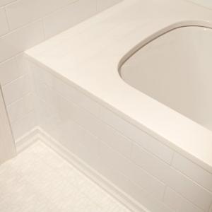 Мрамор Тассос в обрамлении ванной