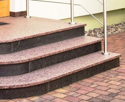 Каменные лестницы. Ступени покрытые акриловым лаком в два слоя